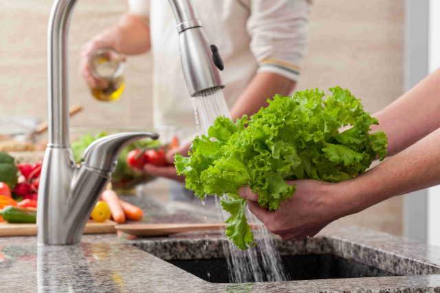 Salat als Kontaminationsquelle, Waschen in Gastronomie